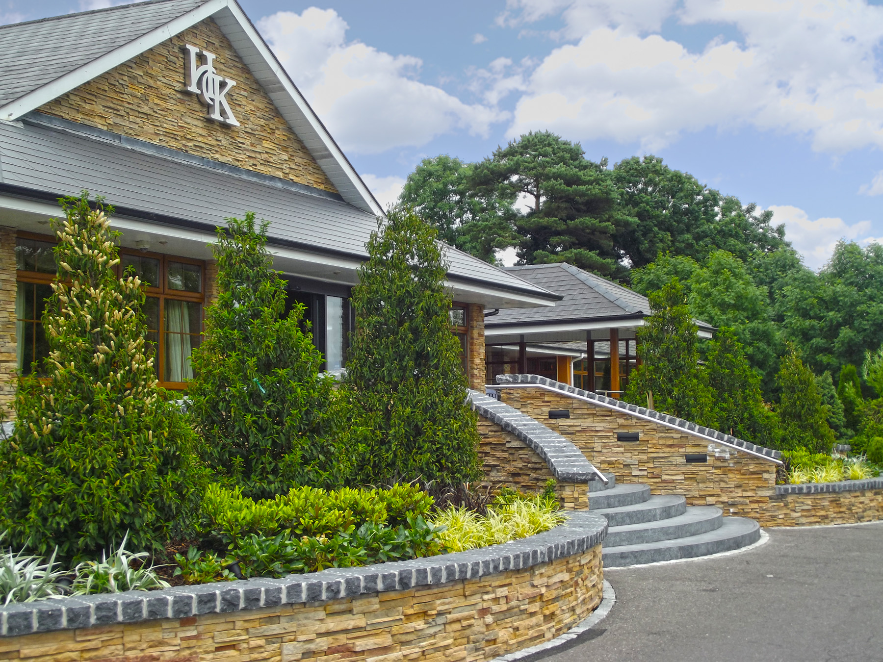 Hotel kilmore entrance brackley landscaping for Hotel landscape design